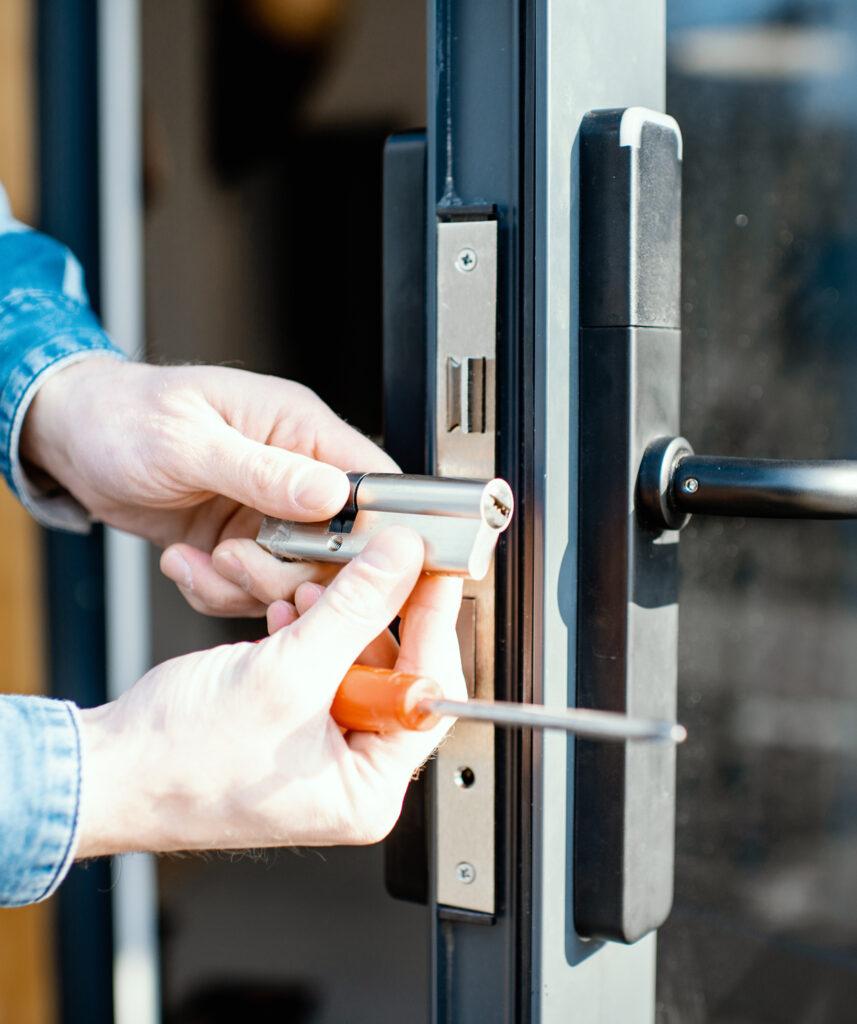 quick pick lock locksmith